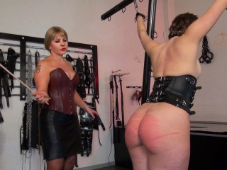 slavegirls ass is gleaming red while beeing caned